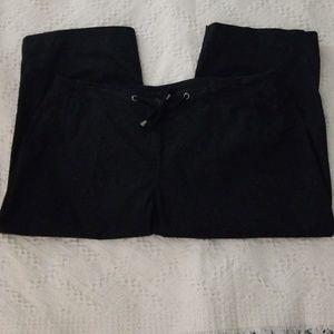 AVEVUE PERFECT POPLIN Pants - AVENUE PERFECT POPLIN. BLACK CAPRIS.  SIZE 18